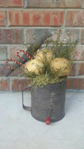 Primitive Grungy Christmas Sifter Pattern